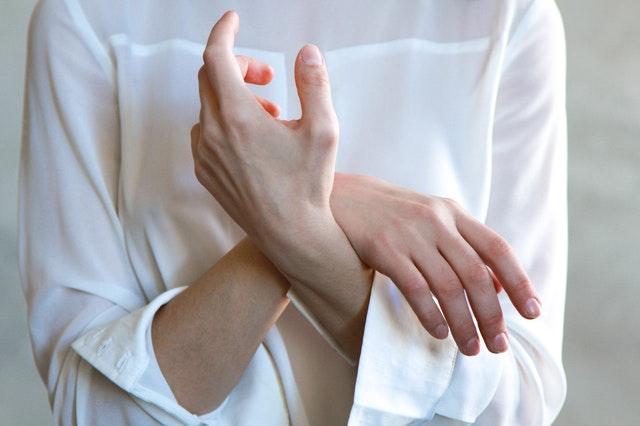 睡觉手麻不只是因为睡姿不对,警惕这些疾病!