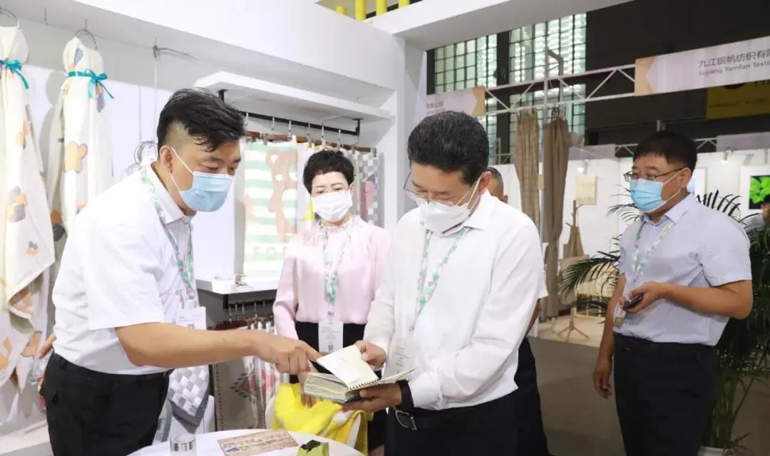高阳县四大班子领导赴上海家纺展为高阳毛巾加油鼓劲!